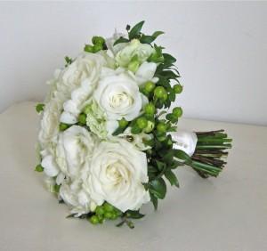 Białe-bukiety-ślubne-28-990x931